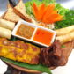 Frühlingsrollen, Pouletspiesschen, getoastetem Brot, Spare Ribs in Honig Sauce